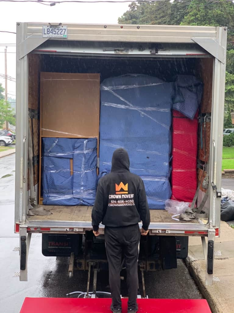 loading a moving truck in Montreal
